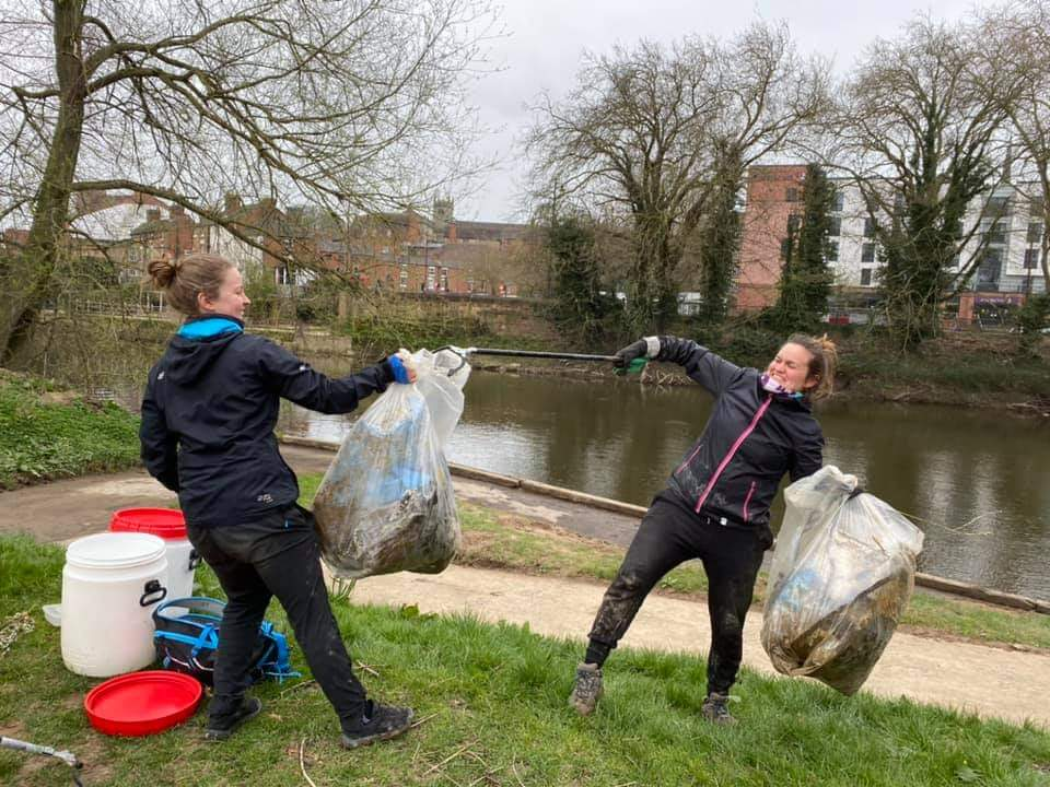 Hire a Canoe Litter Pickers in Shrewsbury Shropshire River Severn clean up